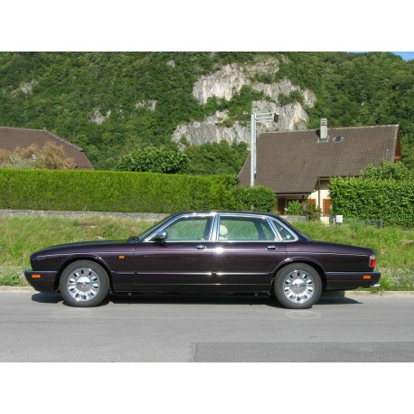DAIMLER Double Six 6.8 (1996)