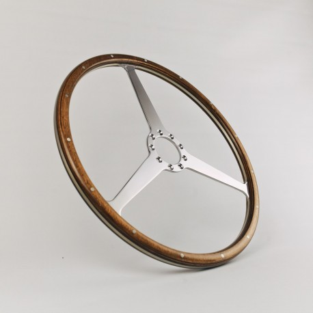 Aston Martin, 40.5cm.